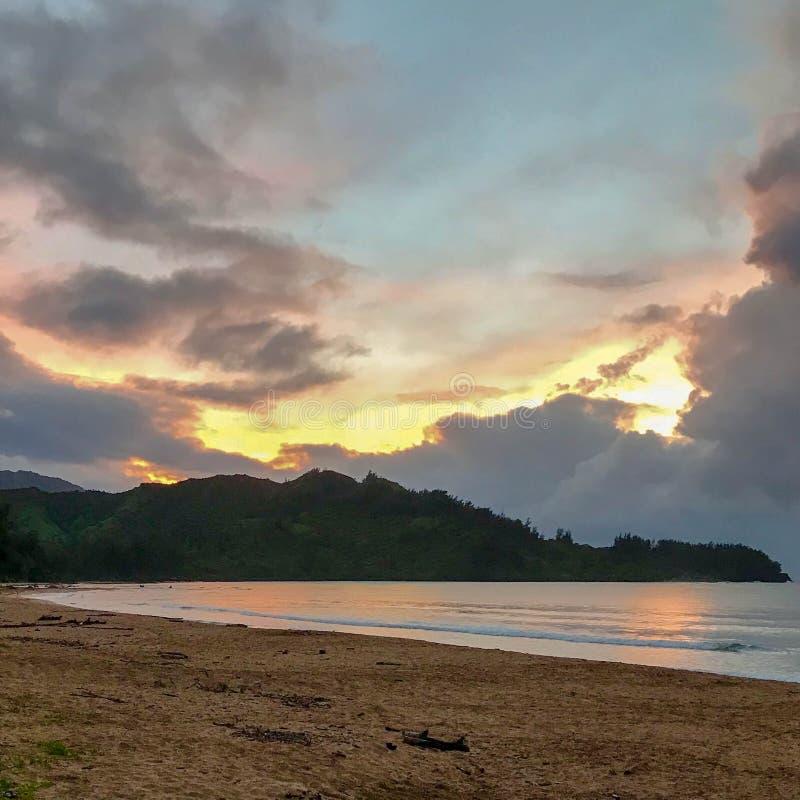 Coucher du soleil, rivage du nord, Kauai, Hawaï, Etats-Unis image stock