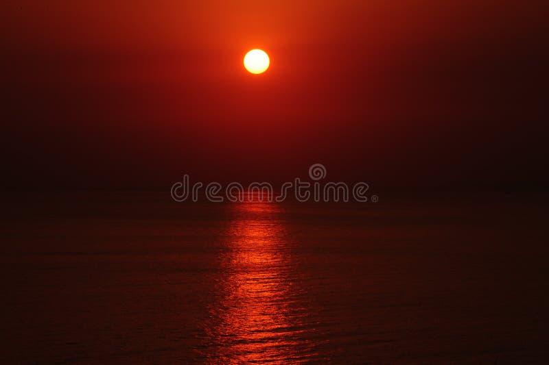 Coucher du soleil rouge photos stock