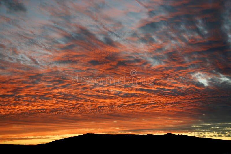 Coucher du soleil rouge au-dessus de lagune de Langebaan photographie stock libre de droits