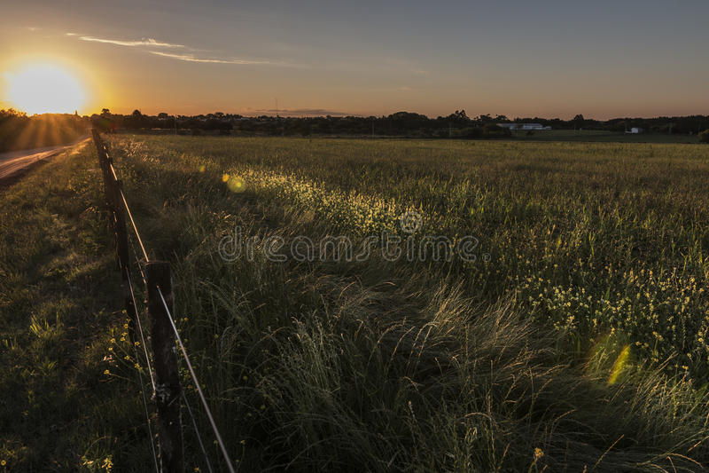 Coucher du soleil rural photos stock