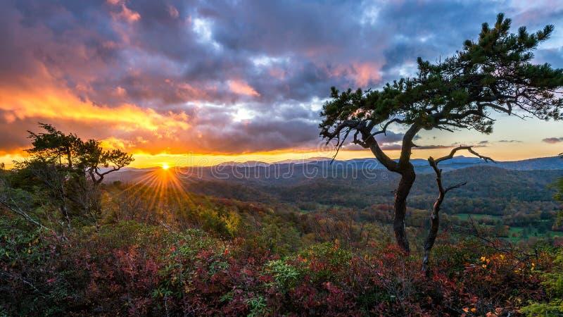 Coucher du soleil scénique, Ridge Parkway bleu, la Caroline du Nord photos stock