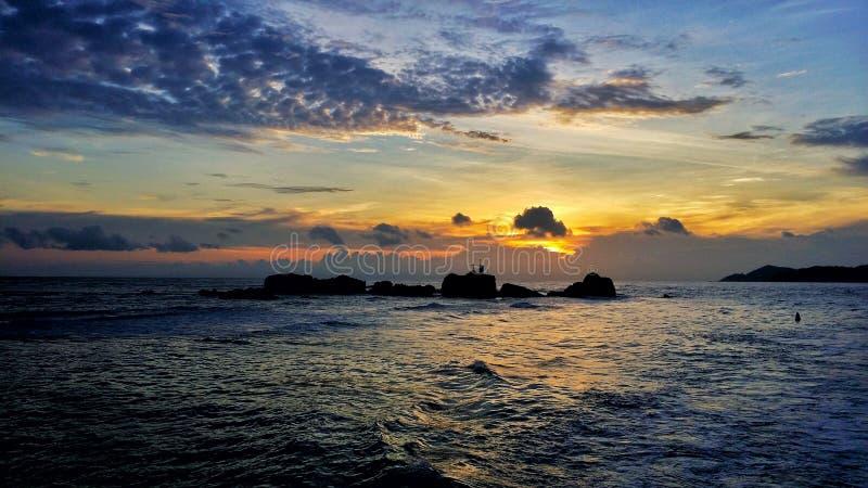 Coucher du soleil Seychelles image stock