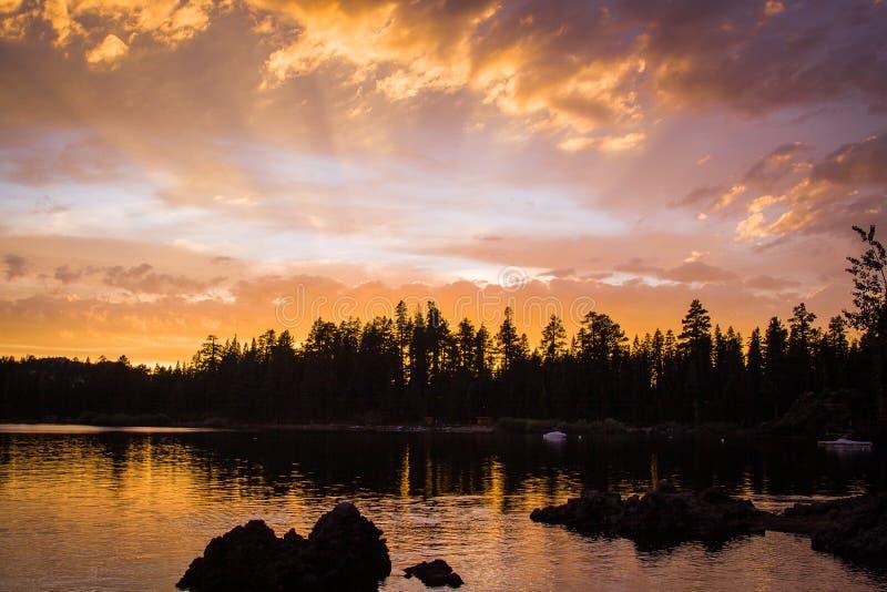 Coucher du soleil Silver Lake la Californie de soirée images stock