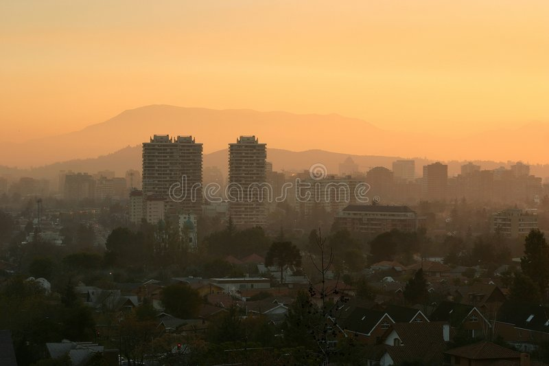 Coucher du soleil Smoggy images stock