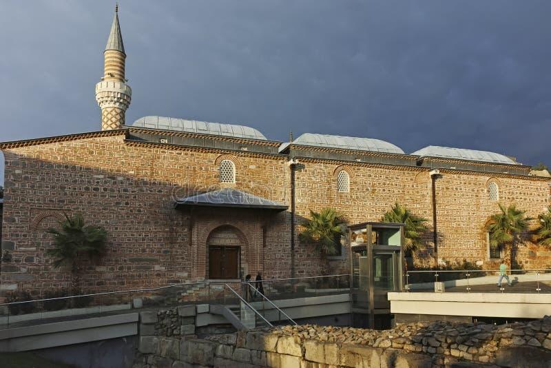 Coucher du soleil stupéfiant à la mosquée de Dzhumaya dans la ville de Plovdiv images stock