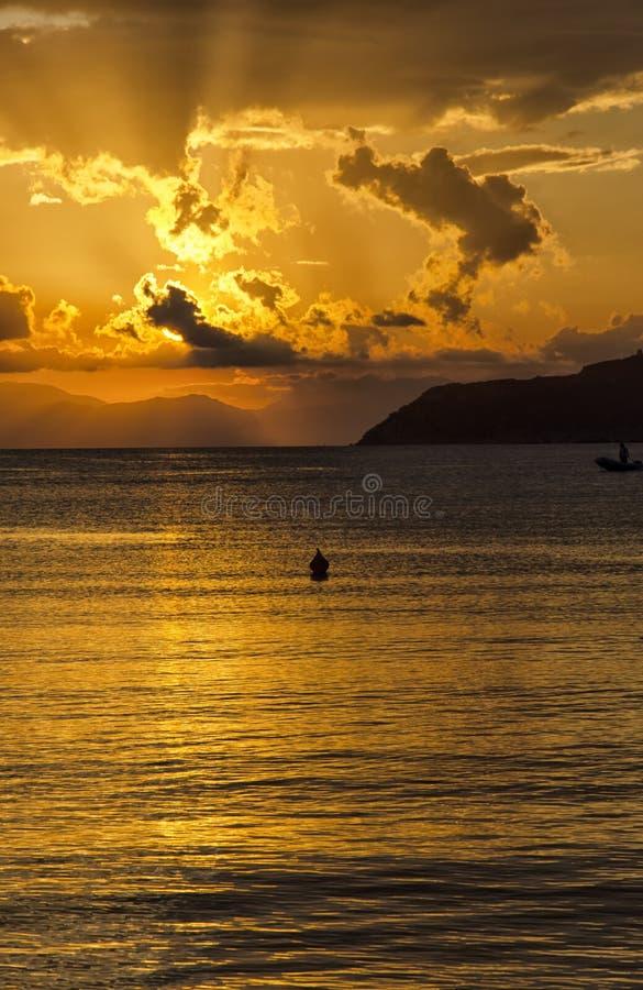 Coucher du soleil suggestif dans les côtes de la Sardaigne photos stock