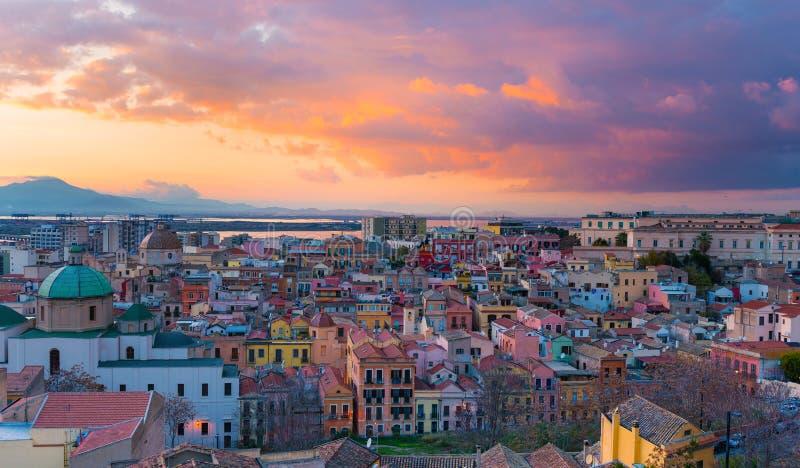 Coucher du soleil sur Cagliari, Italie image stock