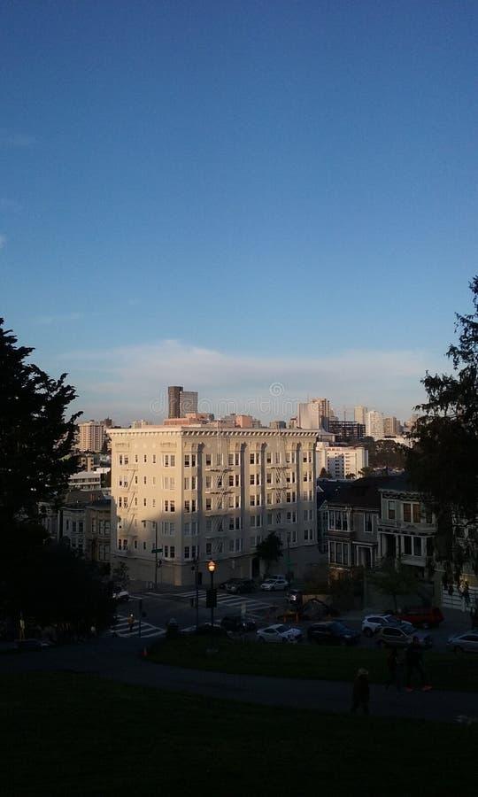 Coucher du soleil sur des bâtiments à San Francisco, la Californie photos stock