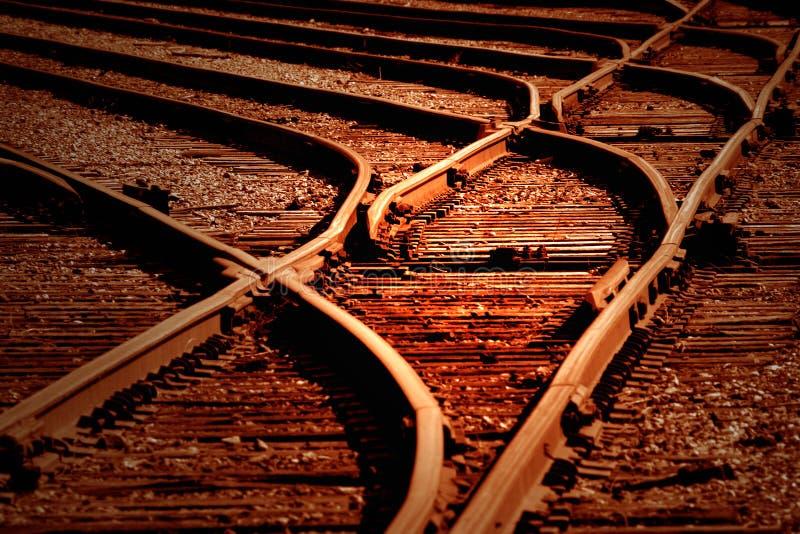 Coucher du soleil sur des voies ferrées image libre de droits