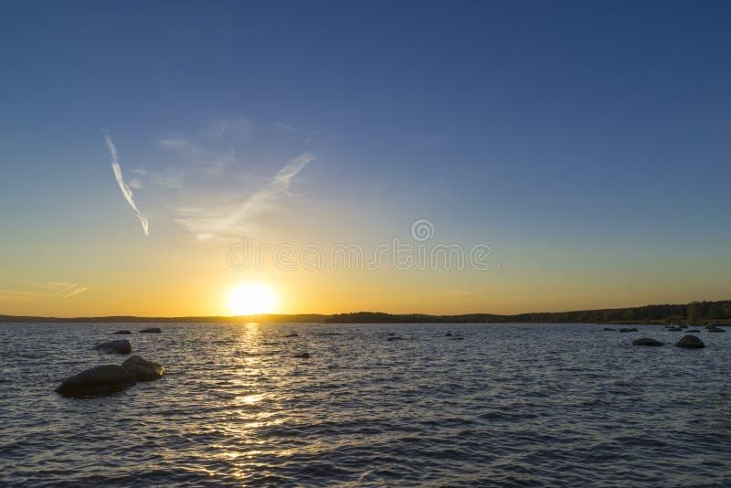 Coucher du soleil sur l'étang supérieur d'Iset photographie stock