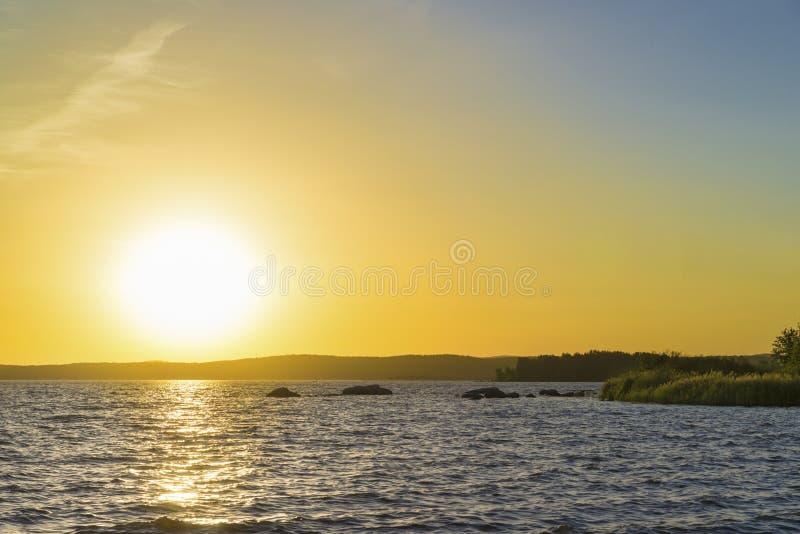 Coucher du soleil sur l'étang supérieur d'Iset images libres de droits