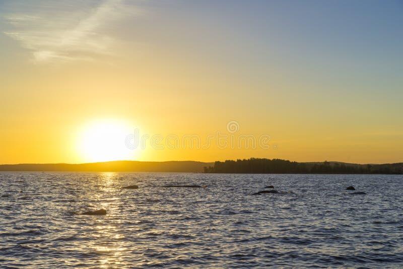 Coucher du soleil sur l'étang supérieur d'Iset photographie stock libre de droits