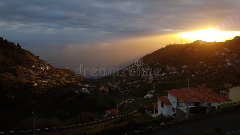 Coucher du soleil sur l'île de la Madère, Portugal images libres de droits