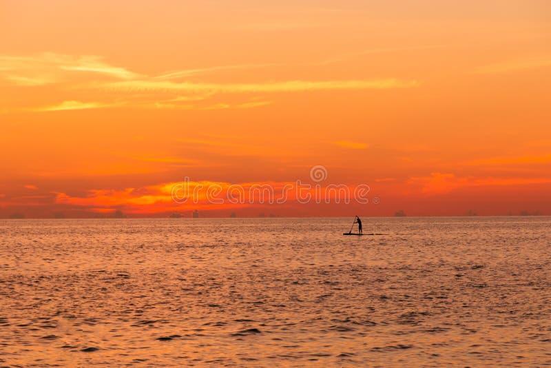 Coucher du soleil sur l'océan images stock