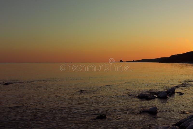 Coucher du soleil sur la baie d'Ussuri photo stock