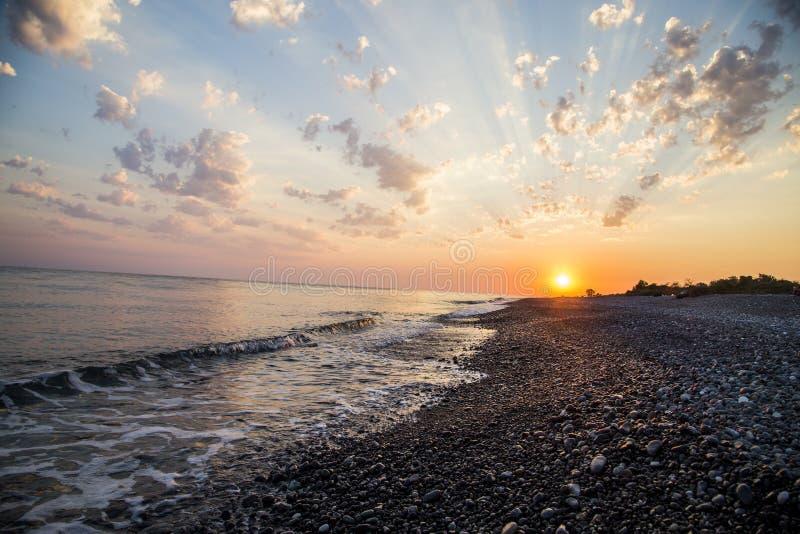 Coucher du soleil sur la côte de la Mer Noire image libre de droits
