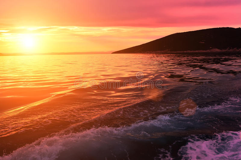 Coucher du soleil sur la côte croate photographie stock libre de droits