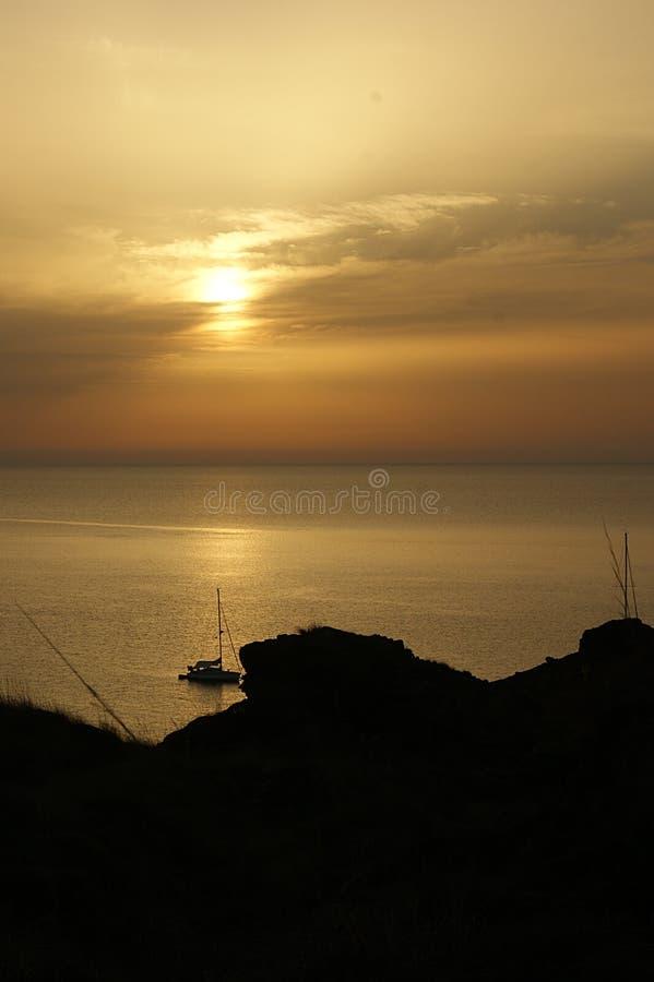 Coucher du soleil sur la côte de Menorca photos stock