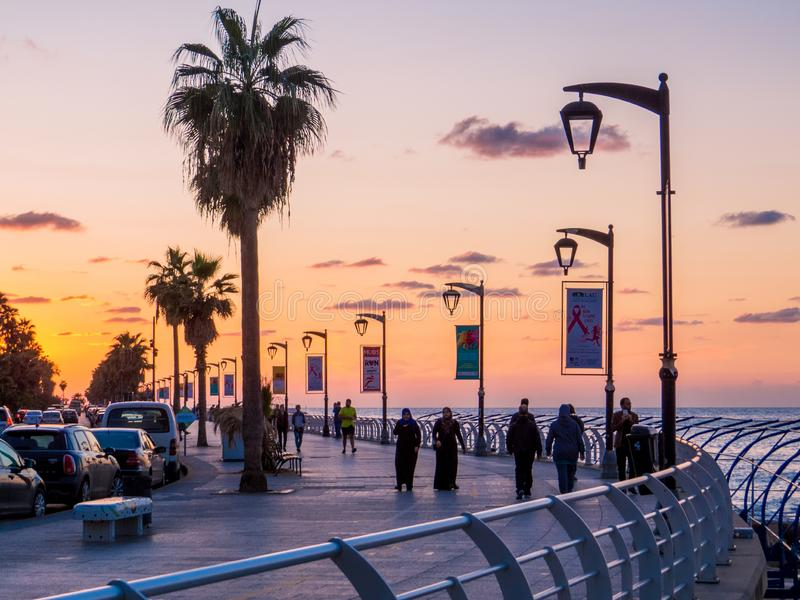 Coucher du soleil sur la La Corniche, la promenade de bord de la mer à Beyrouth, Liban photo libre de droits