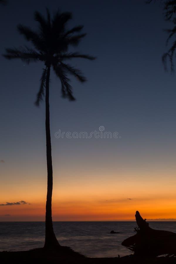Coucher du soleil sur la grande île, Hawaï photographie stock libre de droits