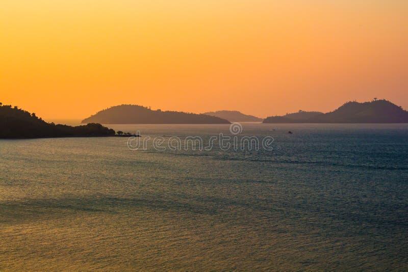 Coucher du soleil sur la mer d'Andaman images stock