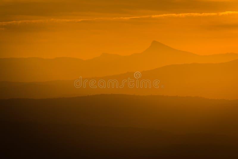 Coucher du soleil sur la montagne de Peñagolosa image libre de droits