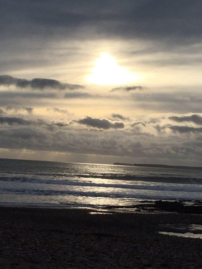 Coucher du soleil sur la plage photographie stock libre de droits