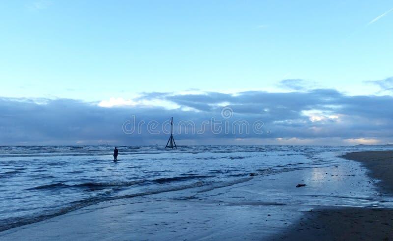 Coucher du soleil sur la plage de Crosby en hiver - panorama, Crosby, Liverpool, R-U photo stock