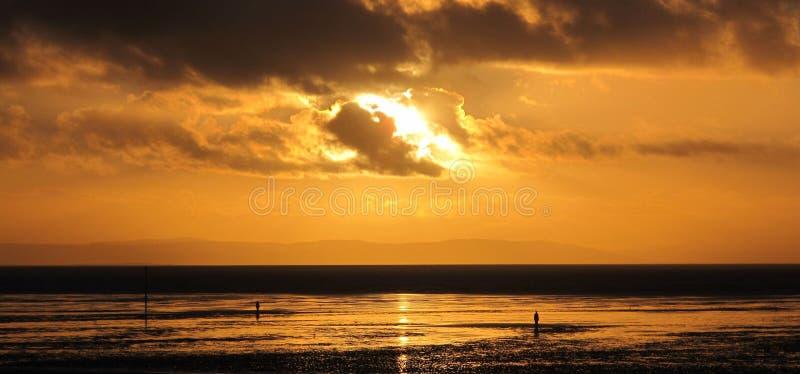 Coucher du soleil sur la plage de Crosby photos stock