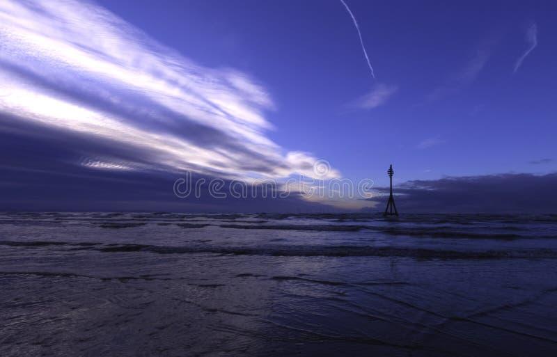 Coucher du soleil sur la plage de Crosby, Crosby, Liverpool, R-U images stock