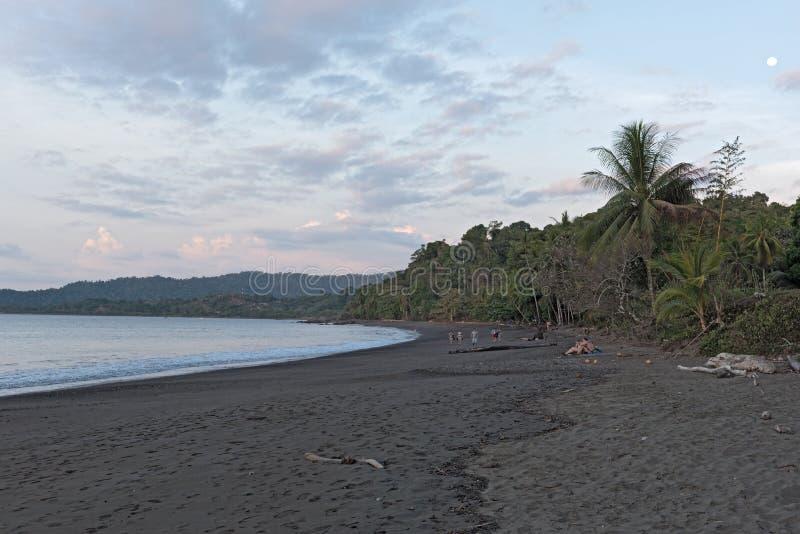 Coucher du soleil sur la plage de Drake en Costa Rica photos libres de droits