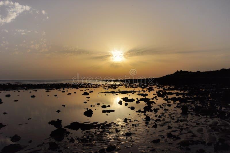 Coucher du soleil sur la plage de Sajorami image libre de droits
