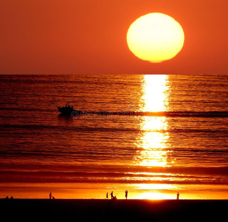 Coucher du soleil sur la plage de Santa Monica images libres de droits