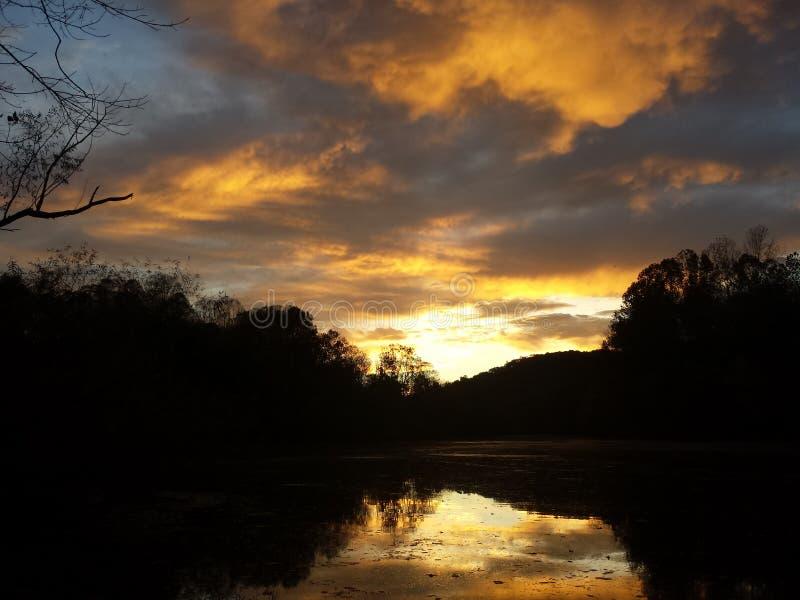Coucher du soleil sur la rivière de caneyfork photos stock