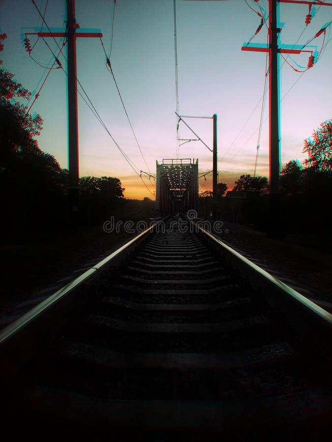 Coucher du soleil sur la route de train photographie stock