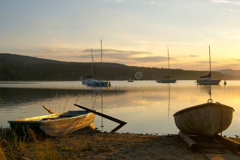 Coucher du soleil sur le barrage de Lipno images libres de droits
