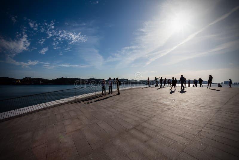 Coucher du soleil sur le dessus de toit du MAAT - Musée d'Art, architecture et technologie images libres de droits