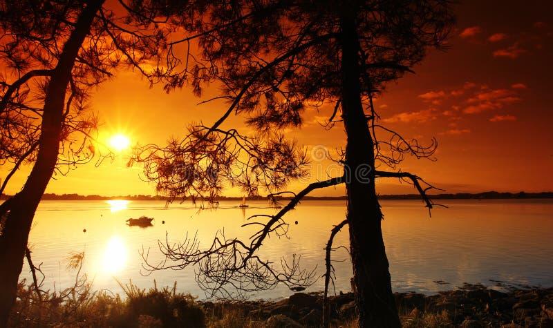 Coucher du soleil sur le golfe de brittany photo stock