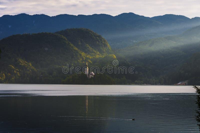 Coucher du soleil sur le lac Bled Slovénie photo libre de droits