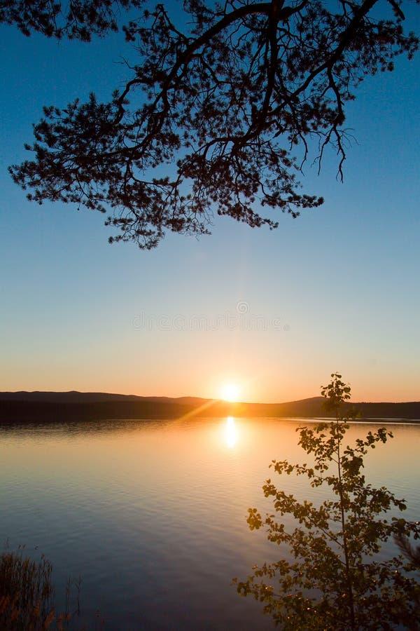 Coucher du soleil sur le lac Chebarkul images libres de droits