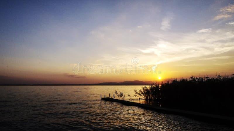 Coucher du soleil sur le lac garda clips vidéos