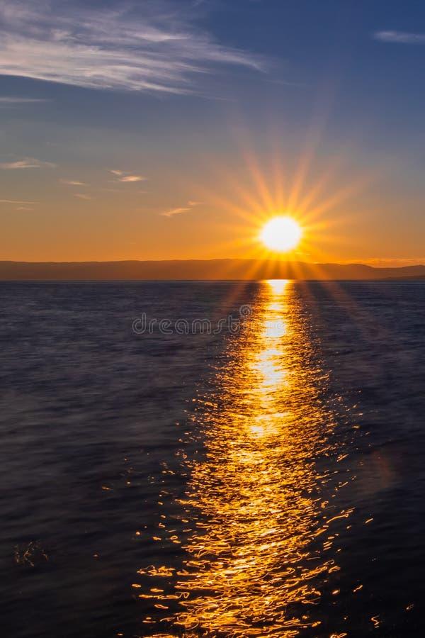 coucher du soleil sur le Lac Léman photographie stock libre de droits