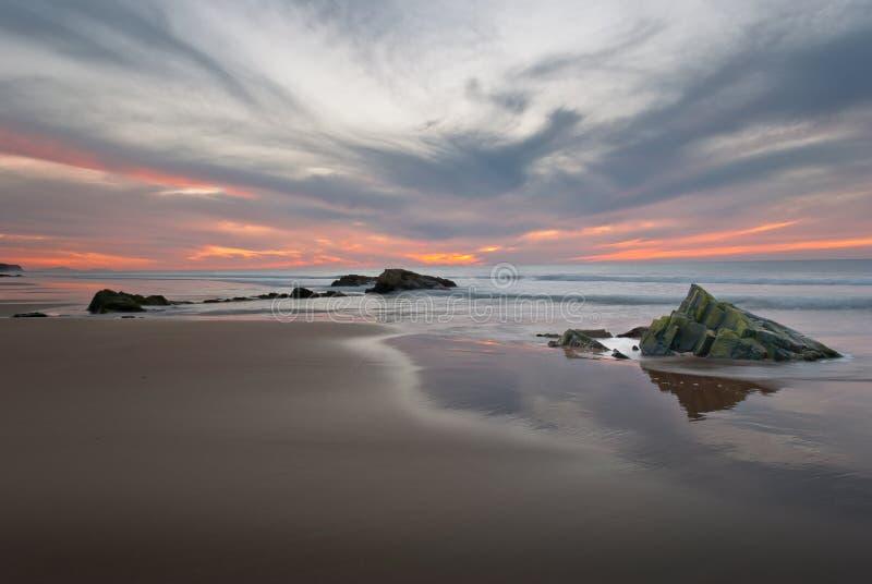 Coucher du soleil sur le littoral d'EL Cotillo photo stock