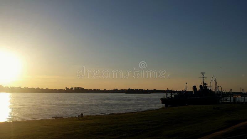 Coucher du soleil sur le Mississippi image stock