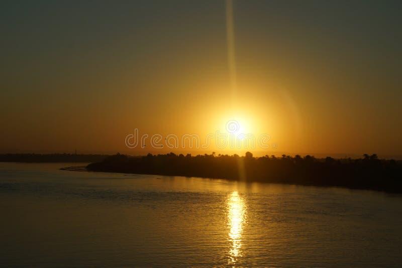 Coucher du soleil sur le Nil image stock