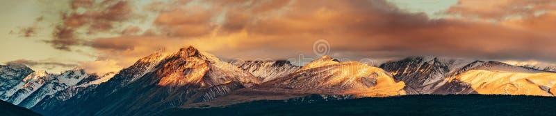 Coucher du soleil sur le sommet du Mt Faites cuire et La Perouse au Nouvelle-Zélande photo libre de droits