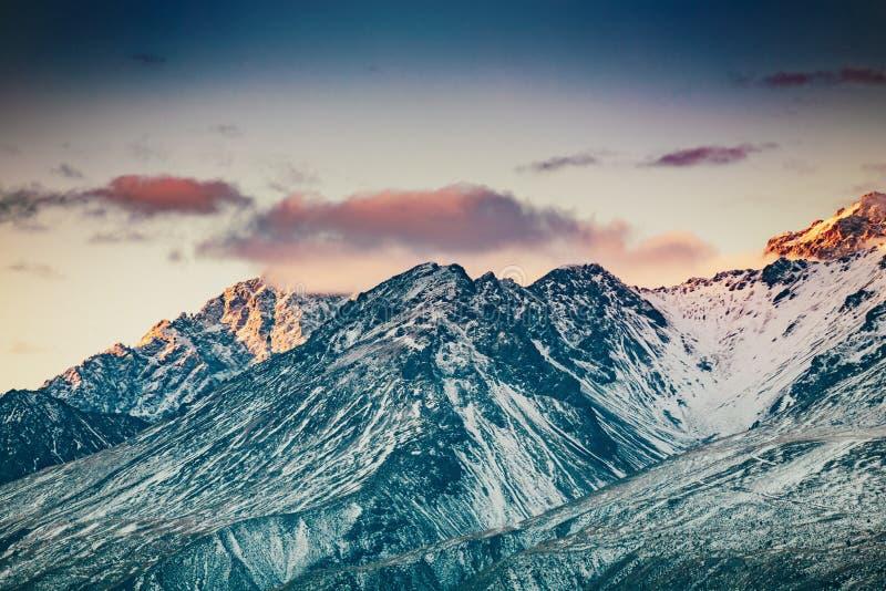 Coucher du soleil sur le sommet du Mt Faites cuire et La Perouse au Nouvelle-Zélande photographie stock libre de droits