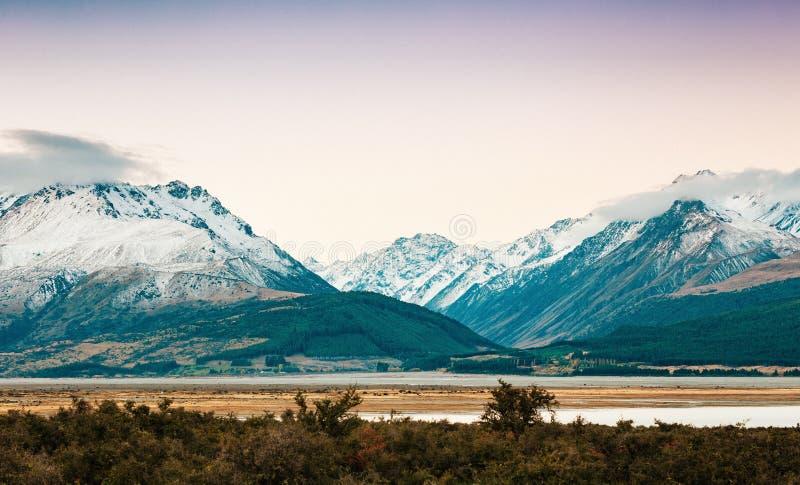 Coucher du soleil sur le sommet du Mt Faites cuire et La Perouse au Nouvelle-Zélande image libre de droits