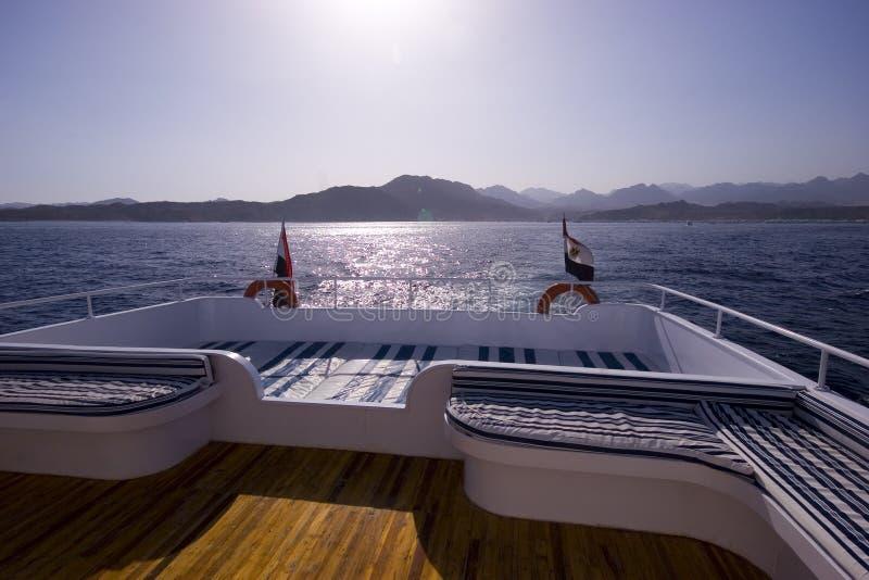 Coucher du soleil sur le yacht photographie stock