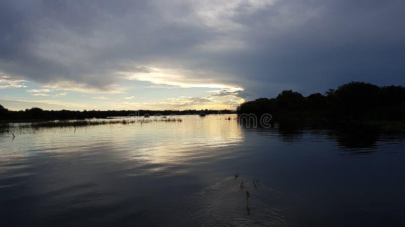 Coucher du soleil sur le Zambèze images libres de droits